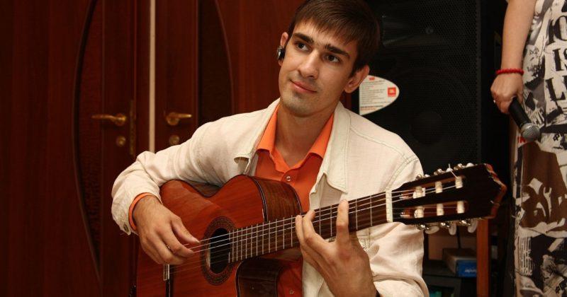 Преподаватель акустическая, классическая и испанская гитара