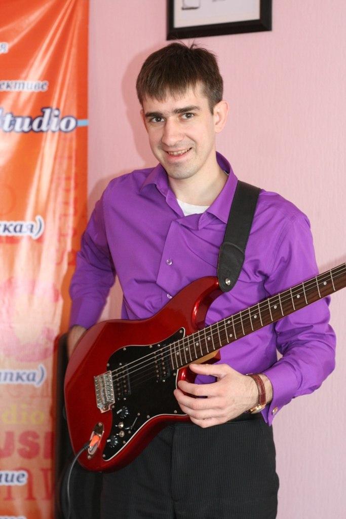 Преподаватель по электро-гитаре